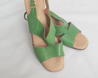Vintage Bandolino Green Chunky Heel Sandals Open Toe Size 8.5 1970s Retro Pin-Up VLV
