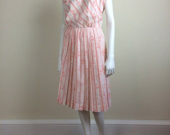 fleur-di-lis stripe print day dress w/ cap sleeves & pleated skirt 60s