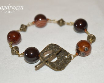 Agate bead bracelet with ornate toggle clasp