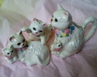 Adorable vintage kitty cat salt pepper and creamer set