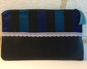 "Clutch in cotton and faux leather ""stripes of night"", and a cotton tassel."