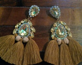 Long earrings with shiny stones, tassels and pom pom