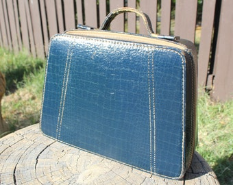 Vintage luggage carry on case
