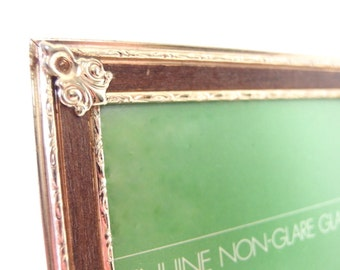 Vintage 5x7 Faux Wood and Goldtone Brass Picture Frame