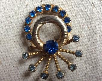 Vintage 1970s  Blue Rhinestone pin/brooch