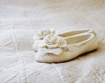 Women house shoes Bride slippers whit roses brooches Handmade felted wool slippers Bridesmaid slippers