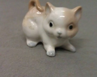 Ardco Off White and Tan Cat Figurine with Grey Look Eyes