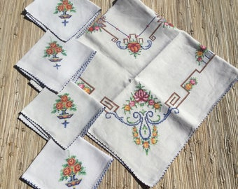 Linen TableCloth Set 4 Napkins Vintage Embroidered Needlework Table Linen Square Card Table Cloth Bridge Set