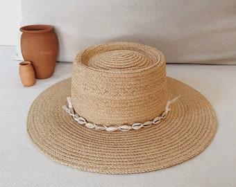 Straw hat with shalls