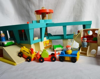 Vintage Fisher Price Play Family Airport 996 Fun Jet included 183 Little People set