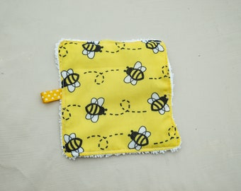 Cloth washable reusable Bzz bee pattern