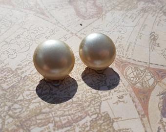 Vintage 1980's Large Pearl Clip on Earrings