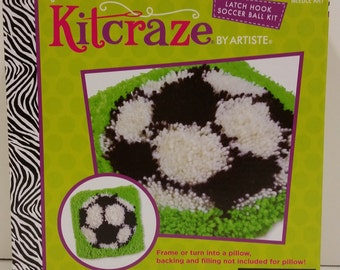 Artiste Kitcraze Latch Hook Kit 582676 for Ages 8+ for a Soccer Ball Picture or Pillow Top, 8in x 8in (20.32cm x 20.32cm)
