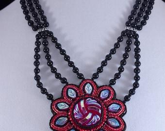 Flor de Sangre Necklace