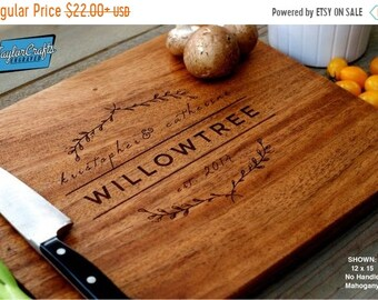 SUMMER SALE - 10% OFF - Personalized Cutting Board, Engraved Cutting Board, Personalized Wedding Gift, Housewarming Gift, Anniversary Gift