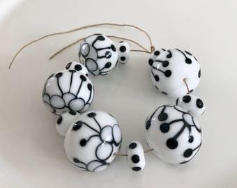 White black   beads  handmade lampwork set glass bead