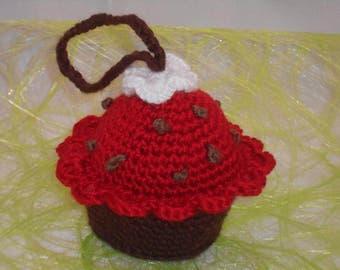 Cupcake à suspendre gros gâteau chocolat chantilly au crochet fait main amigurumi turquoise