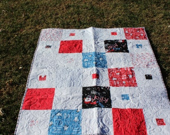 Quilt with Frosty-Snowman Quilt-Throw Quilt-Crib Quilt-Toddler Child Quilt-Free Shipping