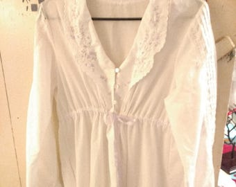 Vintage Gilead Embroidered and Lace Robe size L