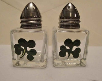 Mini ST Patricks day holiday Cube shakers hand painted