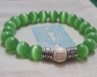 Warrior - Green Dragon Eye Beaded Bracelet with White Egg Accent Bead
