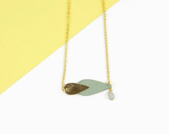 Green leather short necklace Almond Kalypso / Graphic necklace