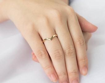 Chevron Ring, Gold V Ring, 14k Solid Gold Ring, Wide Gold Band, V Shaped Ring, Pointed Ring, Gold Chevron Ring, Chevron Wedding Band, 2mm