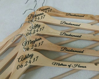 Personalized Wood Hanger for Bride and Bridal Party Set of 5/Wood Bridal Hanger/Wedding Hanger/Wedding Party Hanger/Bridesmaid Hanger