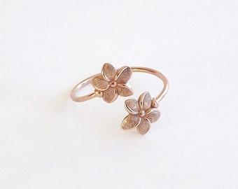 Flower Ring in Dainty Rose Gold