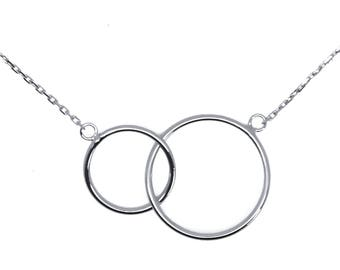 Intertwined silver rings necklace