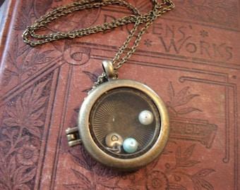 Memory Locket Necklace Floating Locket Round Glass Locket Glass Keepsake Locket Locket Jewelry Heirloom Locket