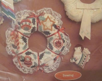 Current Sewing Kit Soft Sculpture Christmas Wreath 1983