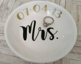 Personalized ring dish- Wedding ring dish- Engagement- Jewelry storage- Engagement gift- Newly engaged- Mrs gift- Gift for bride- Wedding