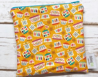 Reusable Sandwich Bag ~ Reusable Snack Bag ~ Reusable Lunch Bag ~ Eco Friendly ~ Water Resistant ~ Zipper Pouch in Kitchen Dishes Mustard