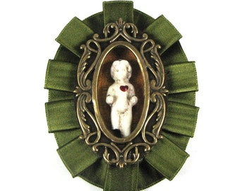 MON COEUR MaNy CoLoRs AvAiLaBlE Statement Making Neo Victorian Brooch and Pendant by Nouveau Motley - Featured in Auxiliary