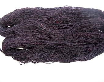 Filée à la main de fil pour le tricot, feutrage, tissage - noir alpaga et soie rouge - 207 yards - poids de Sport
