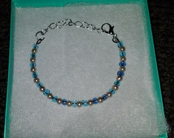 Simple blue beaded bracelet