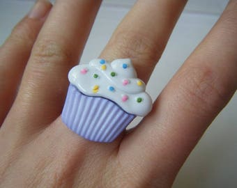 ♥ ♥ White and purple cupcake ring