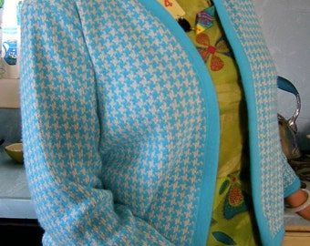 70s Aqua Cardigan Sweater Blue & White Houndstooth - Orlon - Vintage Dutchmaid - Open Cardi - 38
