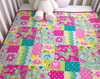 Baby girl Quilt, Girl crib Quilt, Patchwork crib Quilt for Baby or Toddler, Elephant and hearts girl Quilt.