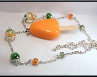 Sautoir/collier baton de glace sorbet orange en fimo, perle en verre.