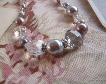Gorgeous crystal, glass and pearl necklace