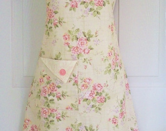 Floral Apron, Women's Apron, Cottage Chic, Retro Apron, Vintage Style, Cottage Roses, KitschNStyle