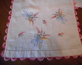 Vintage Embroidery Table Runner / Dresser Scarf