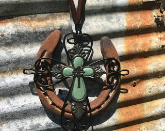 Rustic Horseshoe with Cross-Faith-Country-Good luck-Western-Cowgirl-Horse decor-Equestrian-Barn decor