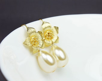 Teardrop Pearl Bridal Earrings, Gold Bridal Drop Earrings, Pearl Wedding Earrings, Gold Flower Bridal Earrings, Pearl Drop Earrings