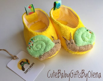 Baby moccasins soft girl booties toddler crib baby shoes yellow plush  slippers newborn cloth soft sole shoes handmade baby shower gift