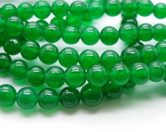 25 perles de jade 8 mm vert émeraude jaspé une belle teinte naturel