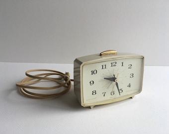 Vintage Clock, General Electric.