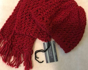 Dark red scarf and hat
